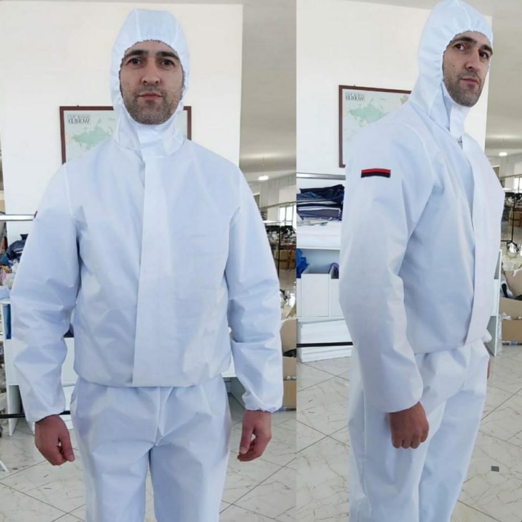 Geri Çuçi, sipërmarrës fason, prodhoi 47 kostume mbrojtëse për mjekët që po luftojnë me COVID-19. Foto credits: Geri Çuçi.